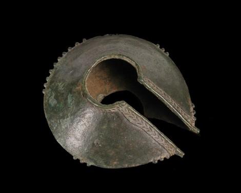 Collier incomplet en alliage cuivreux. Usage: Parure et usage funéraire.(source: Musée Branly)